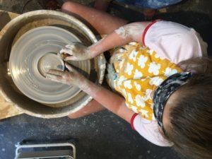 Pottenbakken voor tieners in Kafé Keramiek